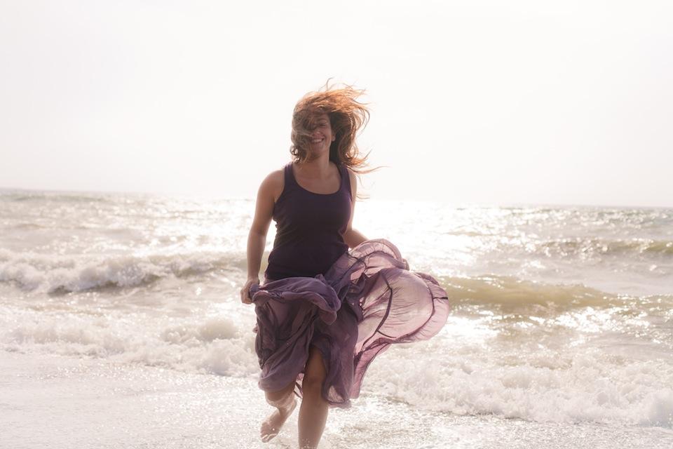 Reportaje en la playa a Susana Gómez por el fotógrafo profesional Vicente Alfonso