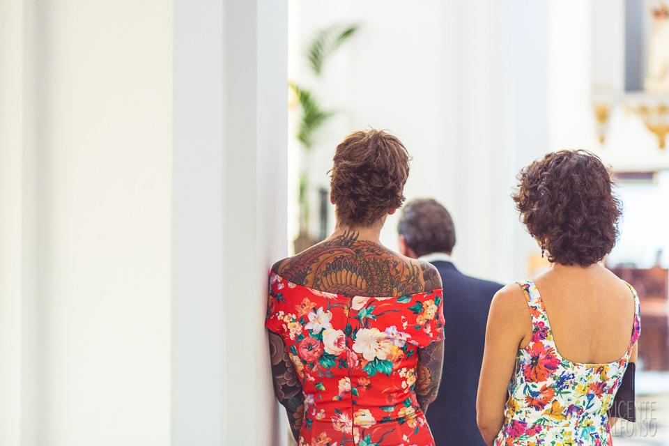 Invitadas a la boda con tatuajes