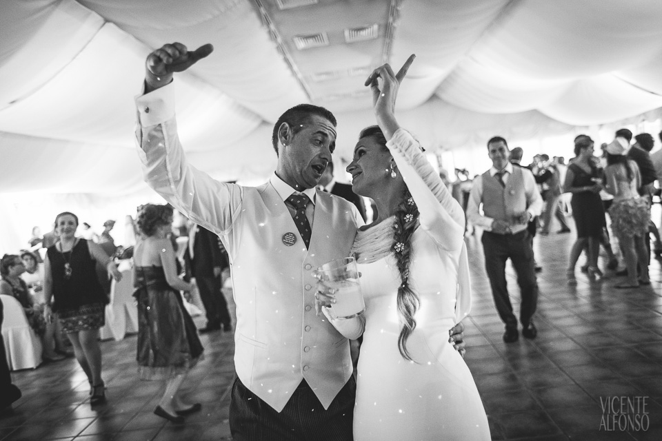 Novios bailando en el banquete en el Hotel Almenara Soto Grande