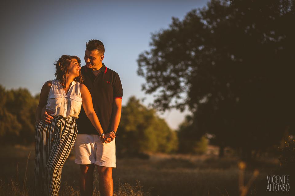Novio y novia juntos en reportaje preboda