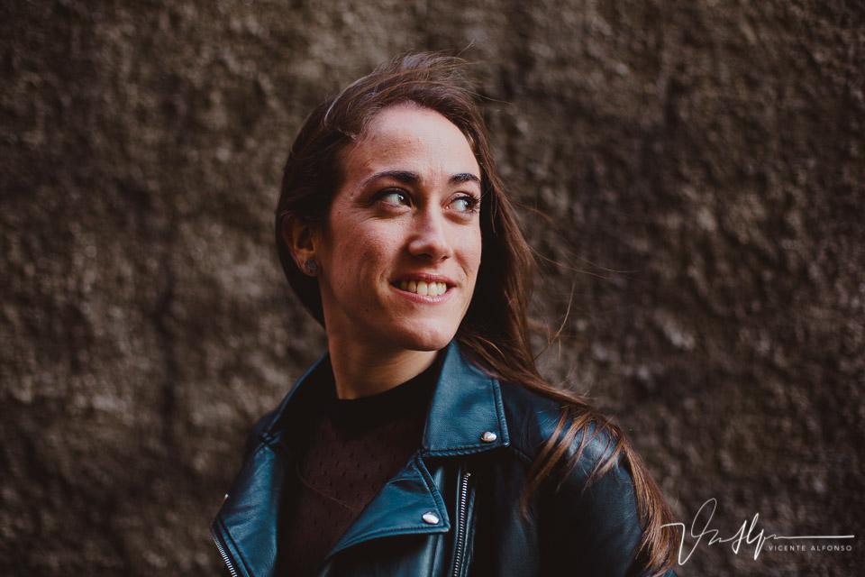 Retrato mujer mirando izquierda en Genoa