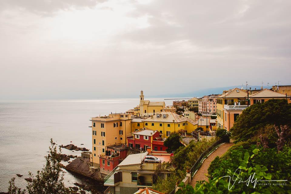 Paisaje casas en Génova donde partió Marco Polo en Italia