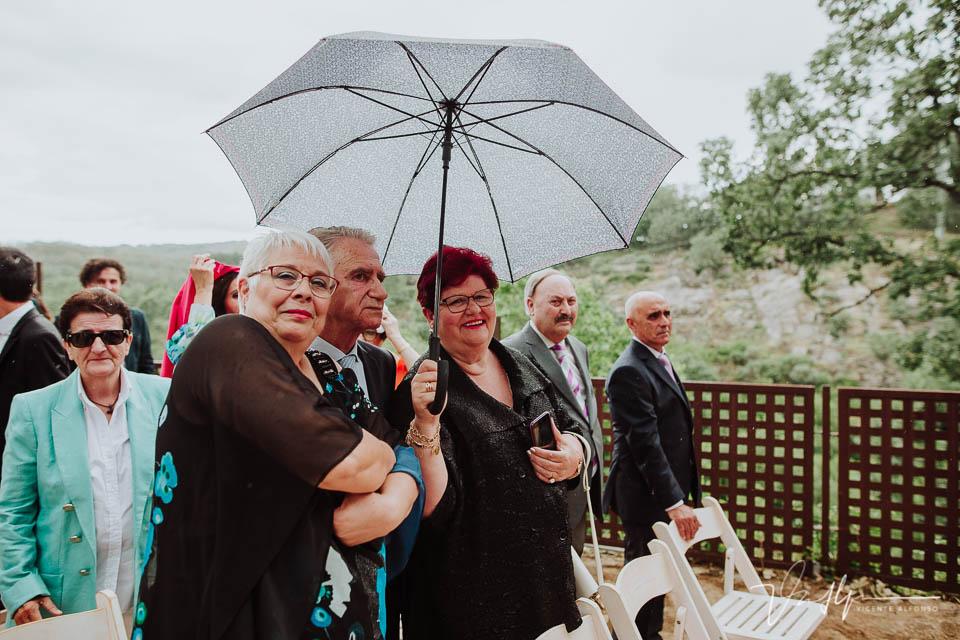 Familiares de los novios en la ceremonia civil