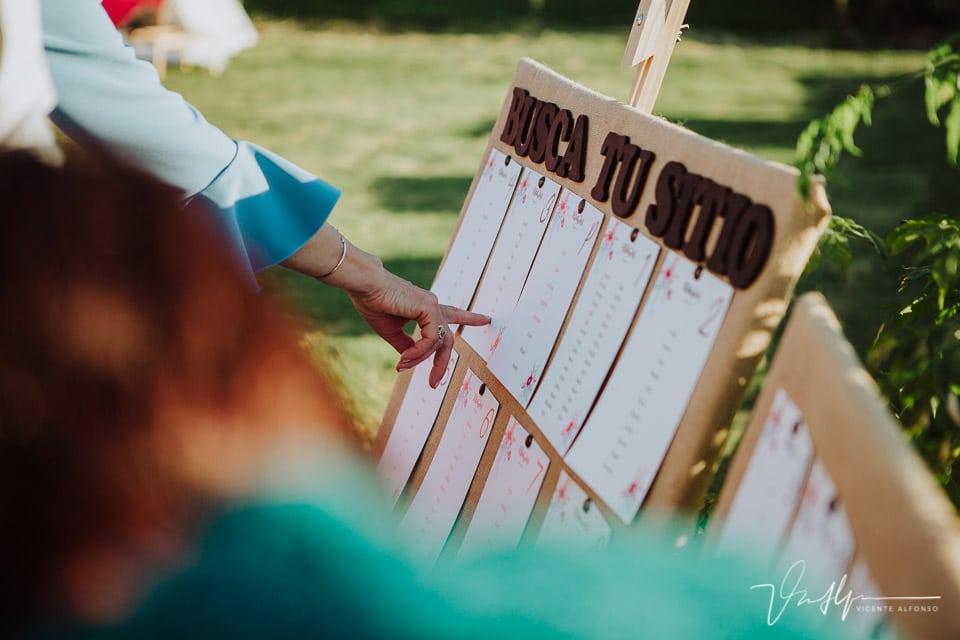 Detalle de los meseros en una boda