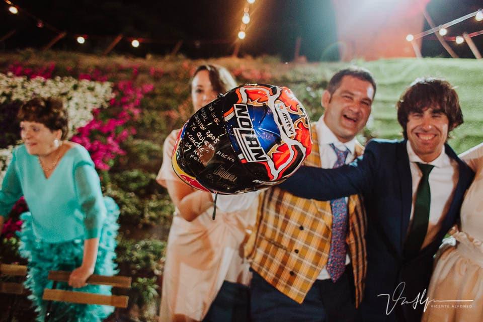 Detalle regalo del motorista Julián Simón a su hermano en su boda
