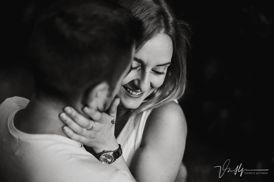 Retrato muy cerrado de pareja abrazándose 02