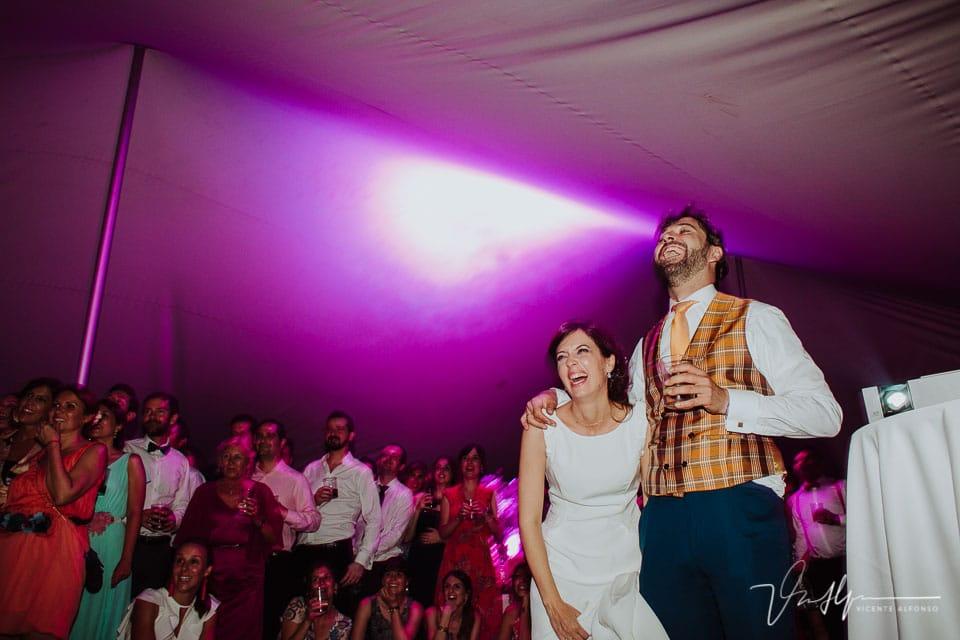 Momento final de presentación de la boda de Rebeca y Jorge en Jarandilla de la Vera