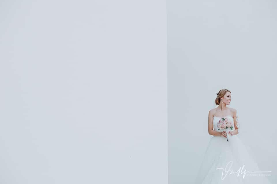 Plano general novia con traje de pronovias