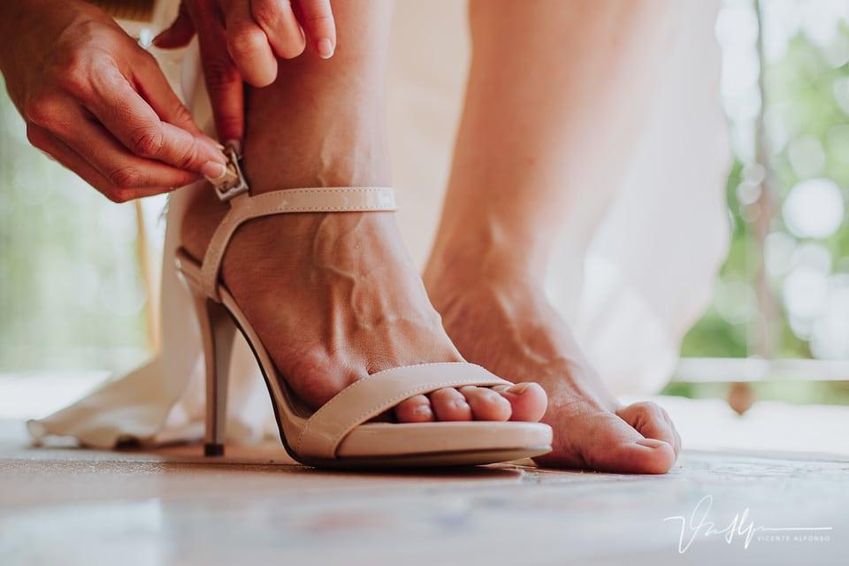 Detalle de zapatos de novia Menbur