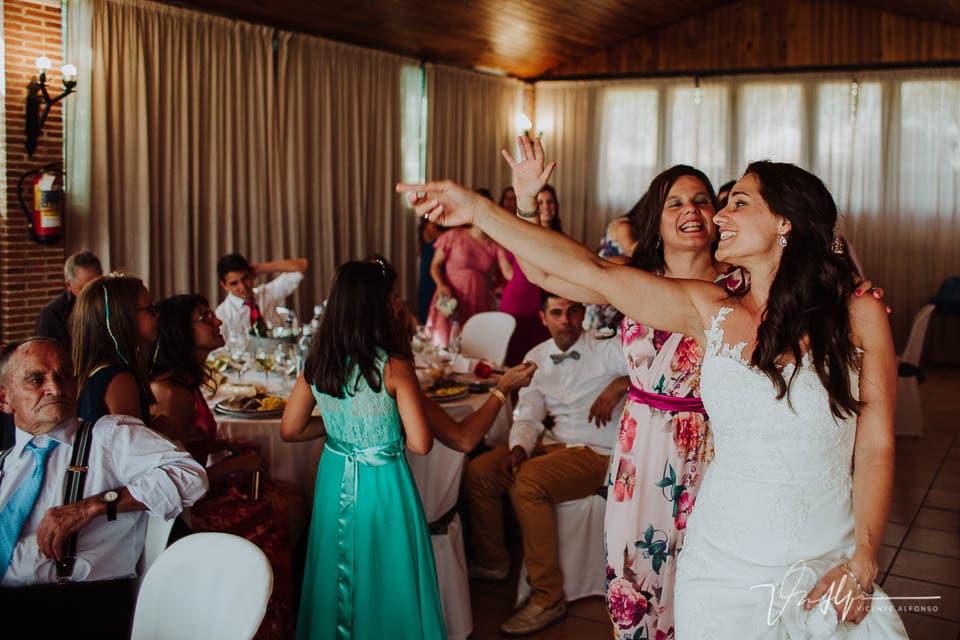 Detalle de boda emotivos y divertidos en el Mirador de Gredos en el Raso 02