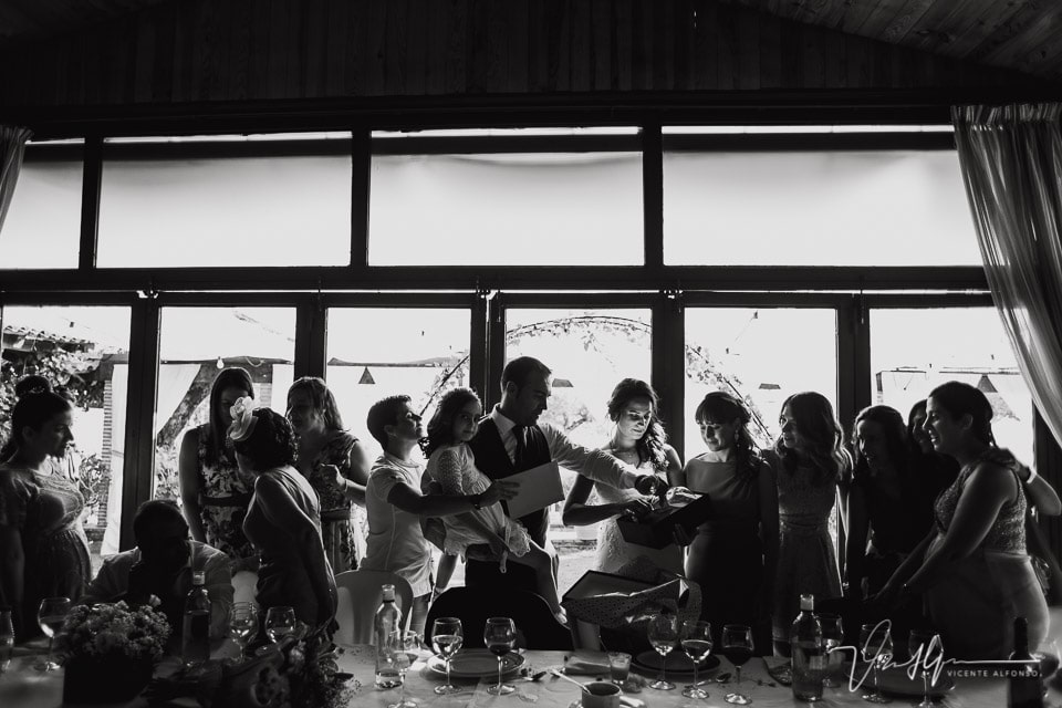 Detalle de boda emotivos y divertidos en el Mirador de Gredos en el Raso 03