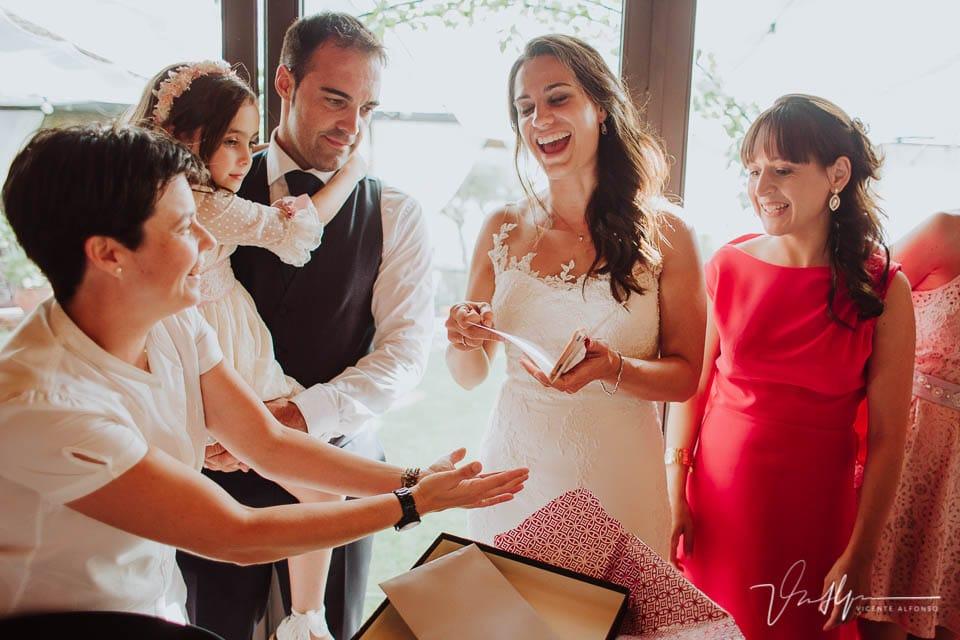 Detalle de boda emotivos y divertidos en el Mirador de Gredos en el Raso 04