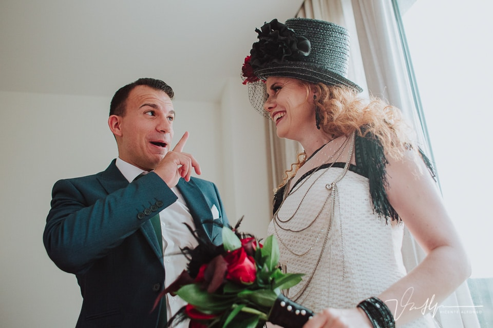 Sobrino de la novia riendo