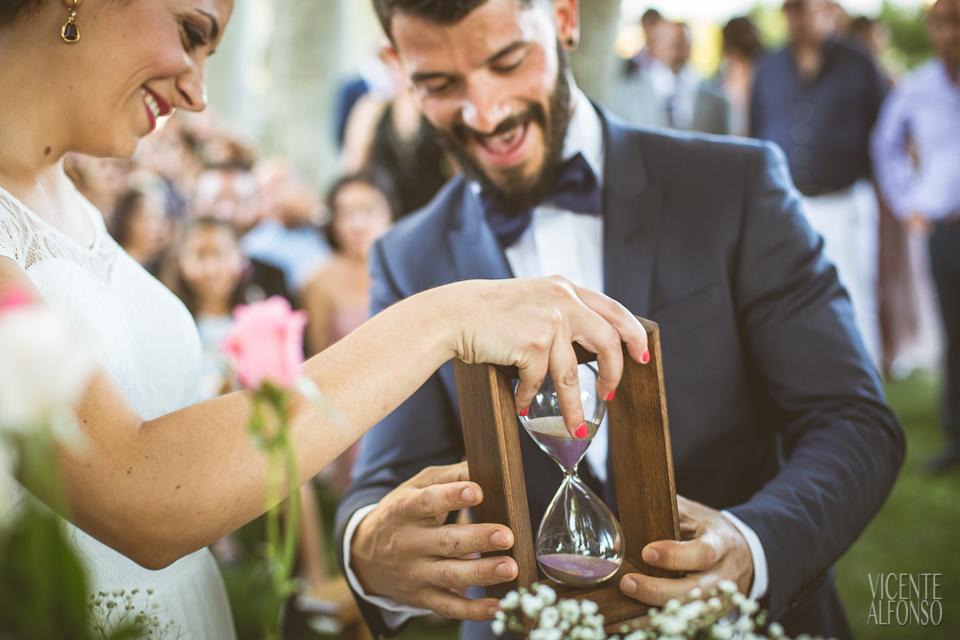 Detalle del reloj de arena en la ceremonia civil