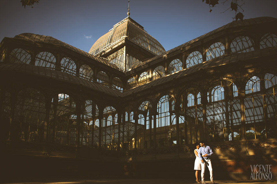Preboda en Madrid, El Retiro, Madrid, El Retiro en Madrid, Diego y Linh en el Retiro, Spain wedding photographer, Spanish wedding photographer, Madrid wedding photographer, Fotógrafo de bodas en Madrid, Fotografía de bodas en Madrid, Fotógrafo de bodas en El Retiro, Best Spain wedding photographer, Vicente Alfonso, Engagement Shoot, Preboda, Best Engagement Shoot, Destination wedding, Destination engagement shoot, Fotógrafo de destino