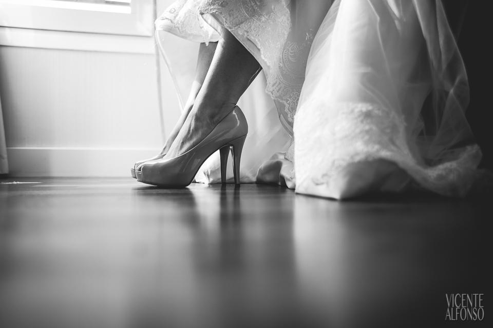 Detalle zapatos de la novia Vietnamita en el Hotel NH Nacional