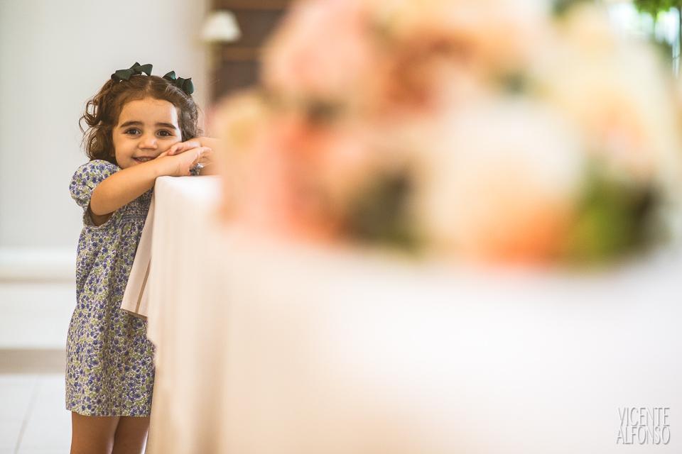 Retrato niña en la boda en Normandie Ondarreta