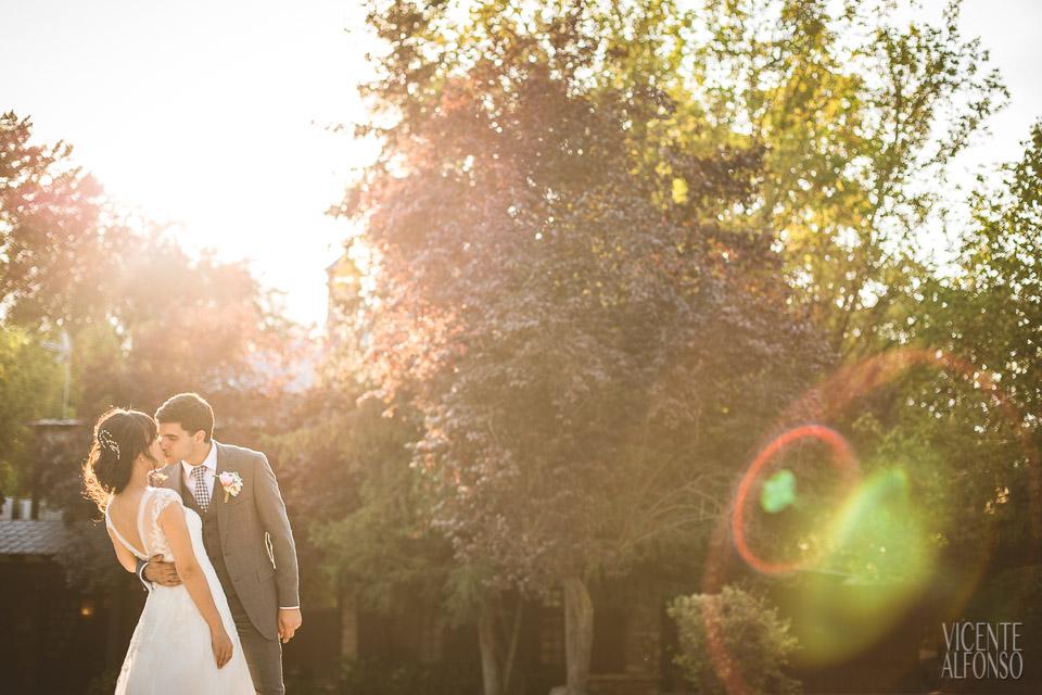 Groom kissing Vietnamese bride in Normandie Ondarreta