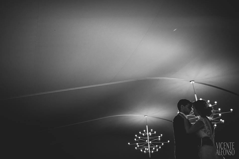Wedding dance with Vietnamese bride and Spanish groom in Normandie Ondarreta 02