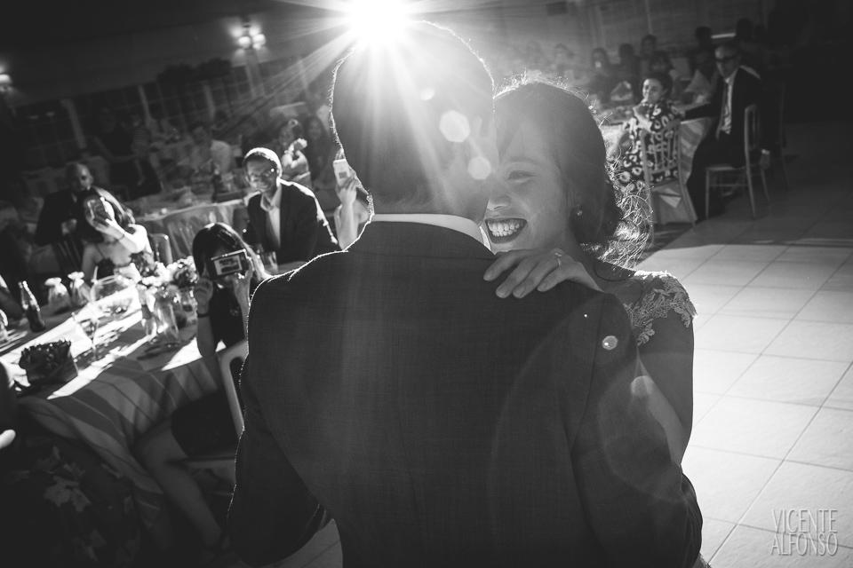 Wedding dance with Vietnamese bride and Spanish groom in Normandie Ondarreta 04