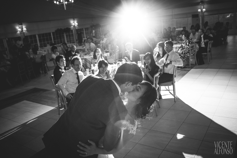 Final kiss in wedding dance