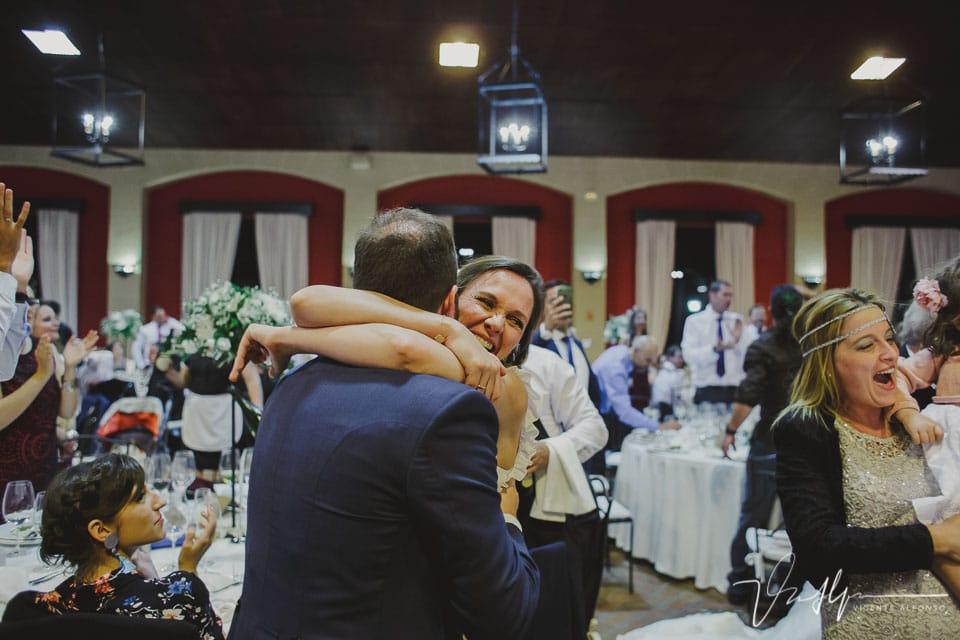 Abrazo al novio