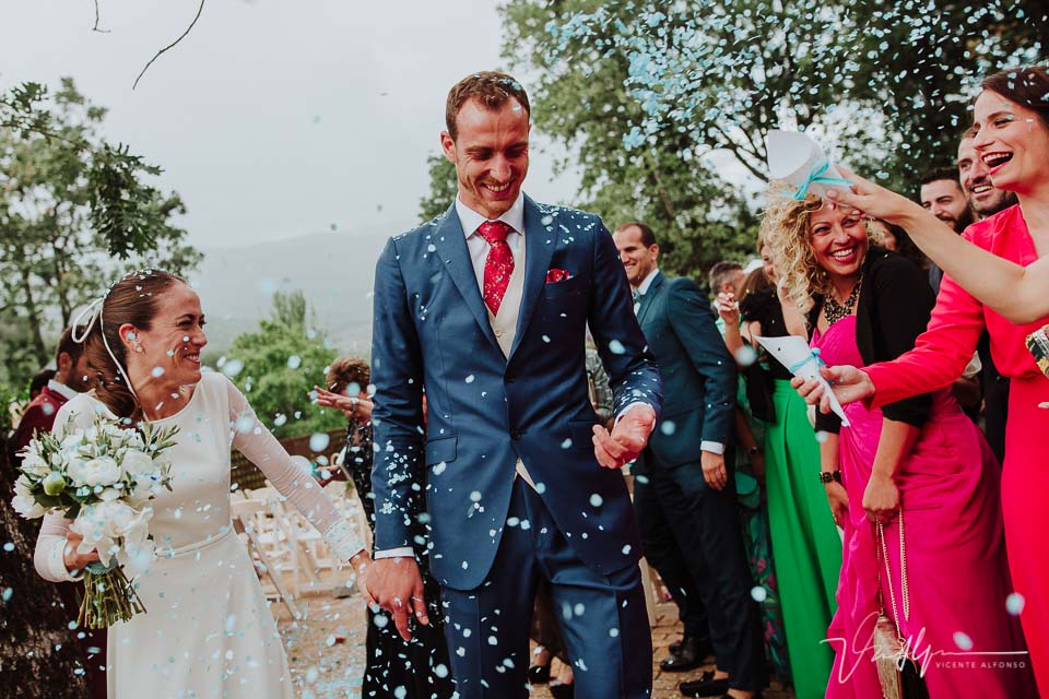 Novios realizando la salida después de casarse en el Ruta Imperial Gastro Eventos