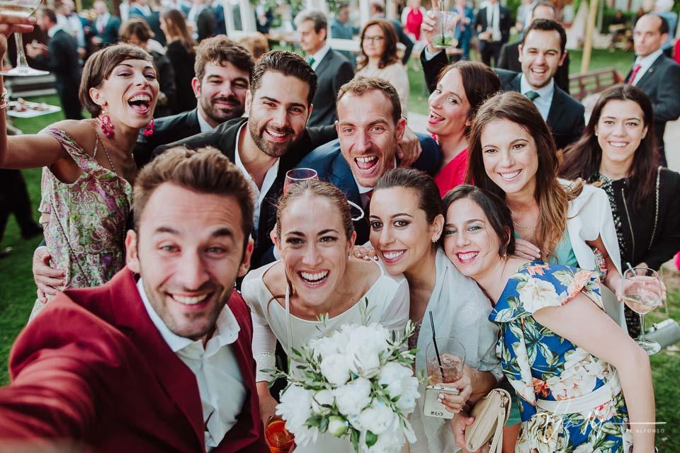 Selfi de amigos y novios