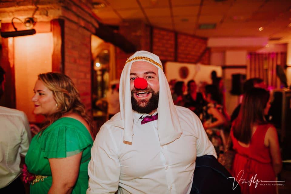 Amigo de la novia disfrazado
