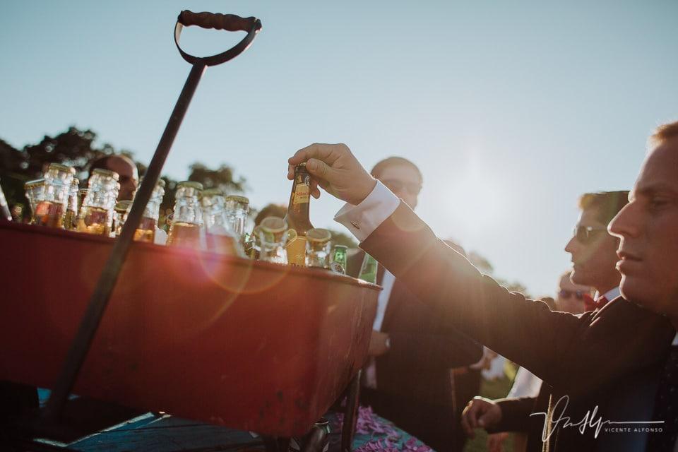 Detalle cervezas en la boda en Millanes