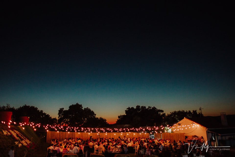 Detalle iluminación boda rústica nocturna