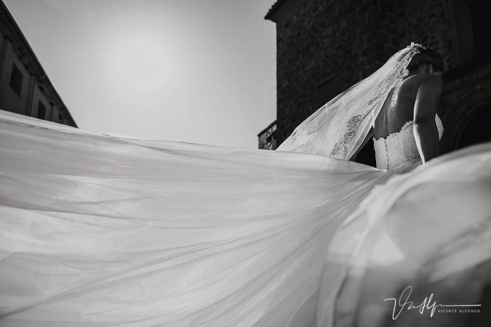 Entrada de la novia en la iglesia la vieja en Talayuela