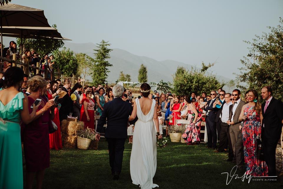 Espectacular entrada de la novia en la ceremonia de la Quinta de la Cerca