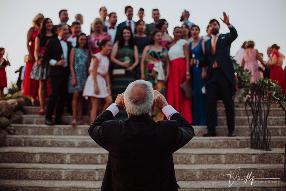 Invitado sacando fotos delante del fotógafo