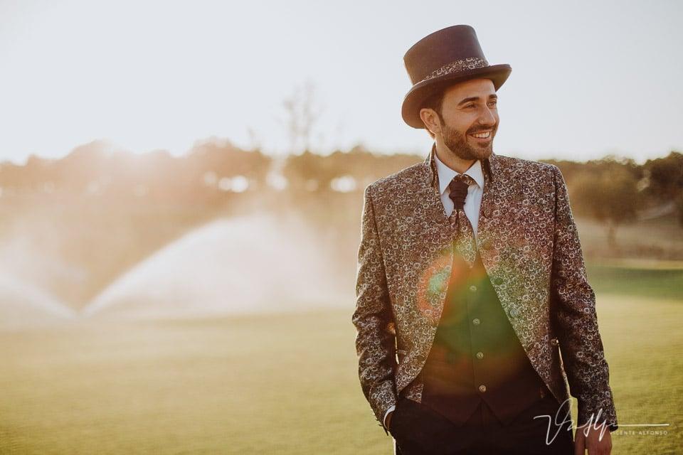 Detalle sonrisa novio en el reportaje de boda