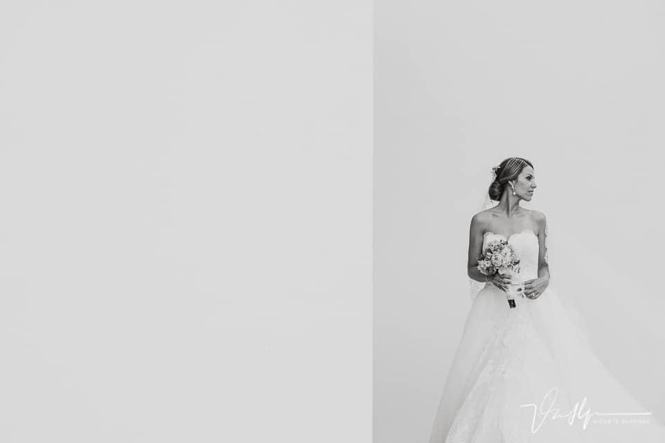 Detalle novia con el traje de pronovias