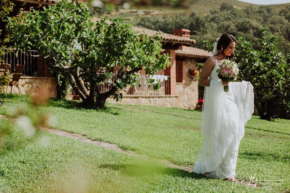 La novia saliendo para la iglesia de Chilla en Candeleda