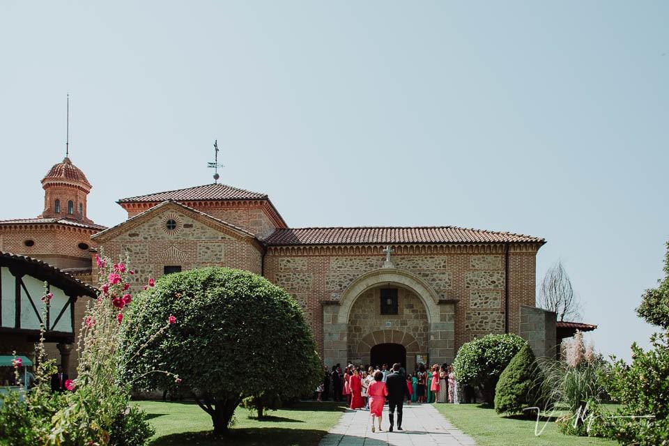 Iglesia de Chilla en Candeleda con los invitados