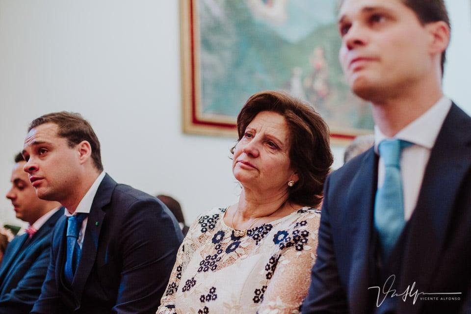 Madre de la novia emocionada en la boda en Chilla en Candeleda