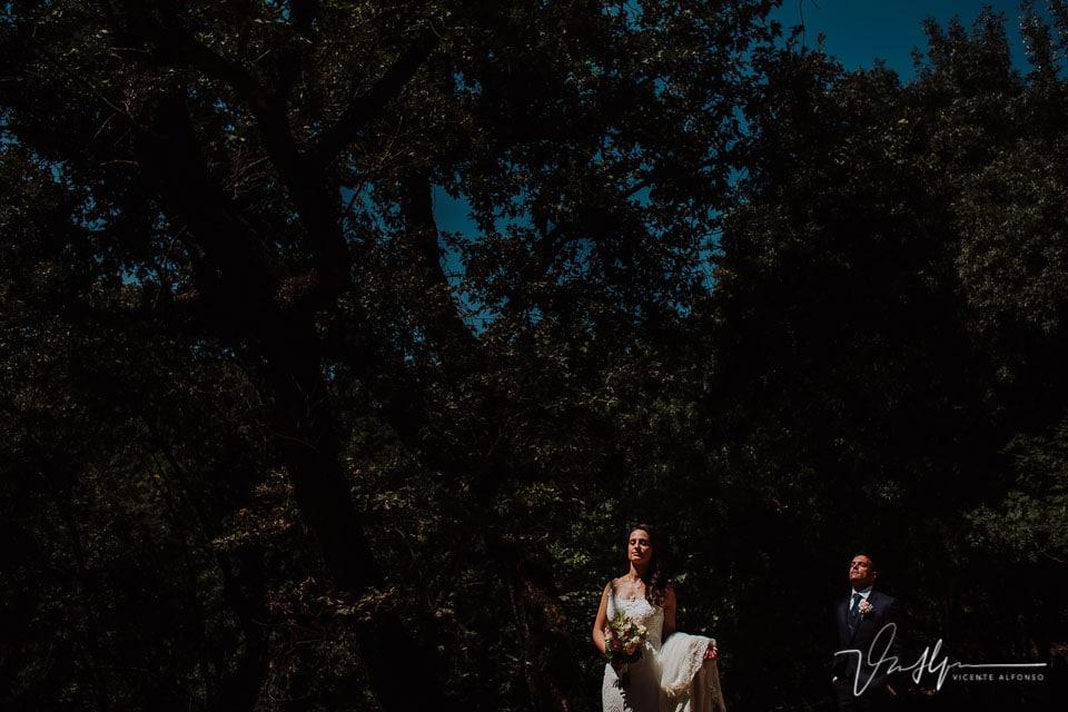 Reportaje de fotos de los novios en la boda en Chilla en Candeleda