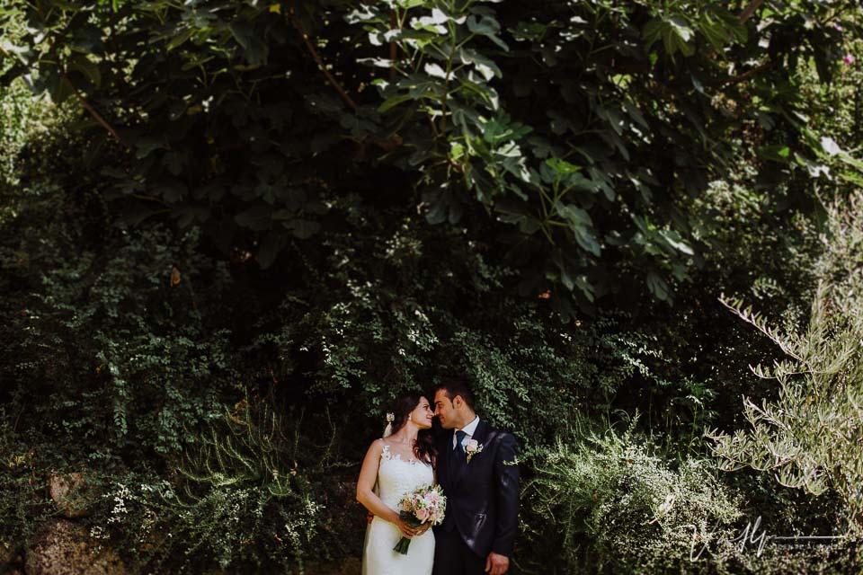 Reportaje de fotos de los novios en la boda en Chilla en Candeleda 03