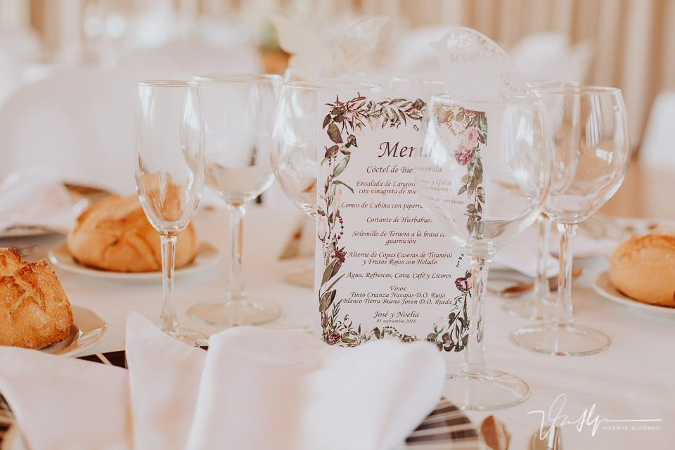 Detalle mesas y banquete del Mirador de Gredos en el Raso