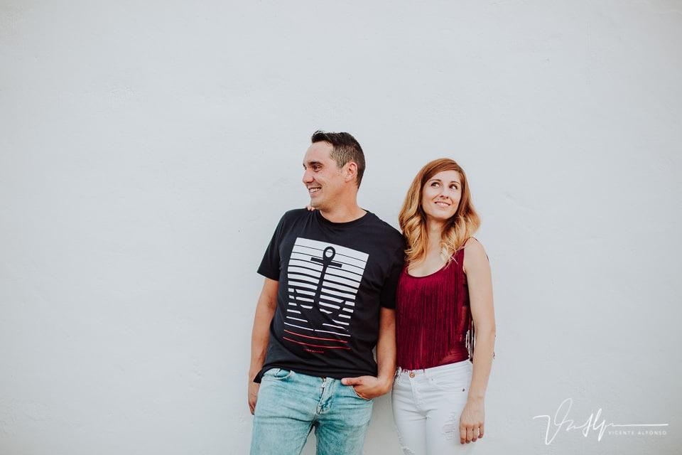 Sonrisas en un reportaje de pareja