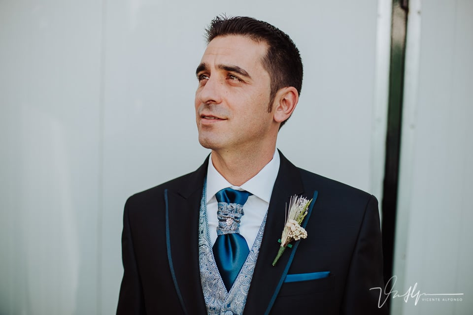 Retrato del novio antes de partir a la ceremonia