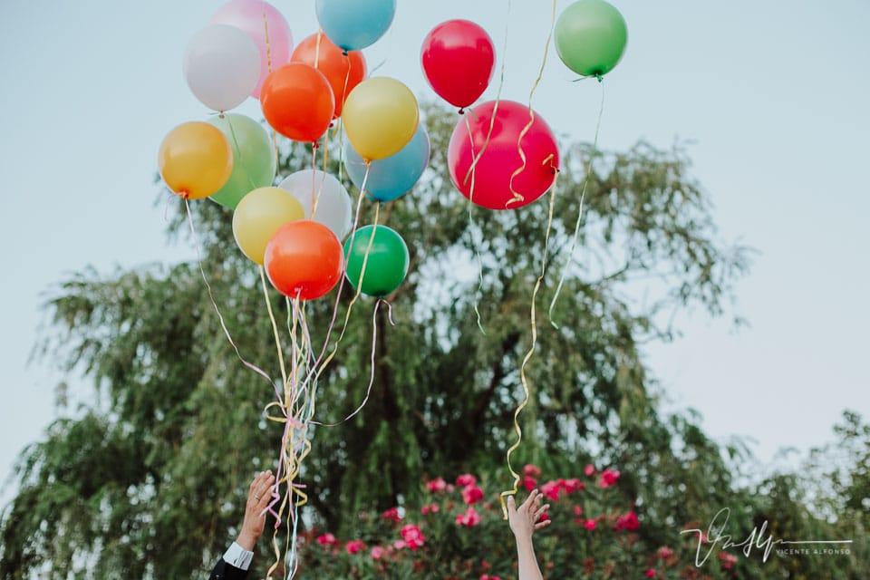 Soltando globos en Los Aperos en Navalmoral