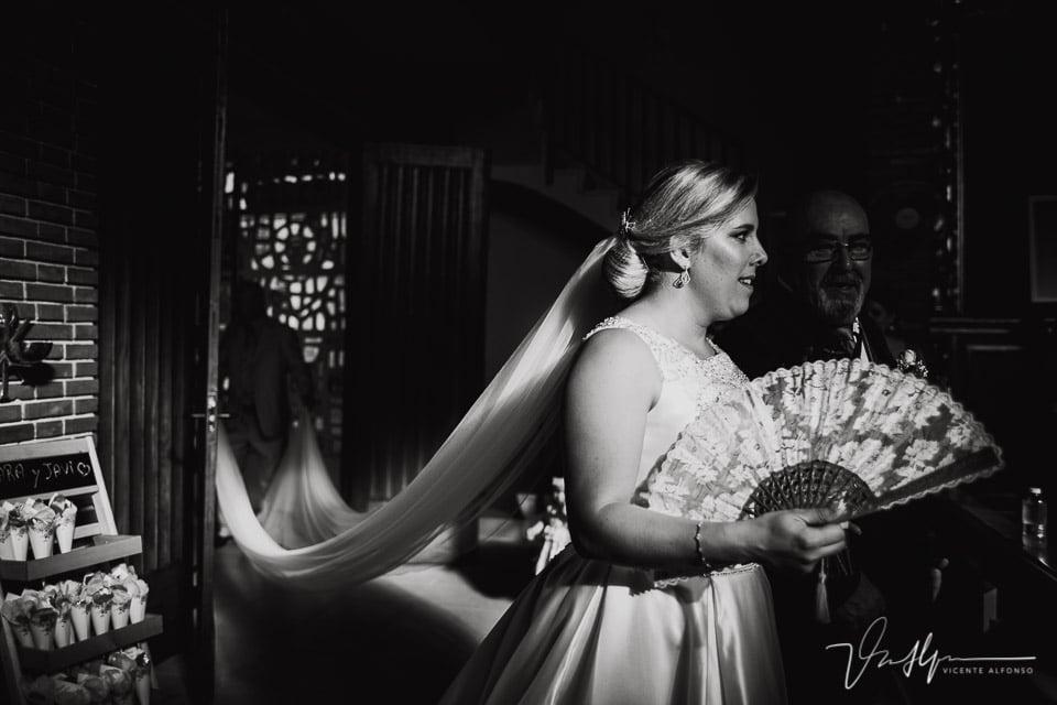 La novia entrando en la iglesia