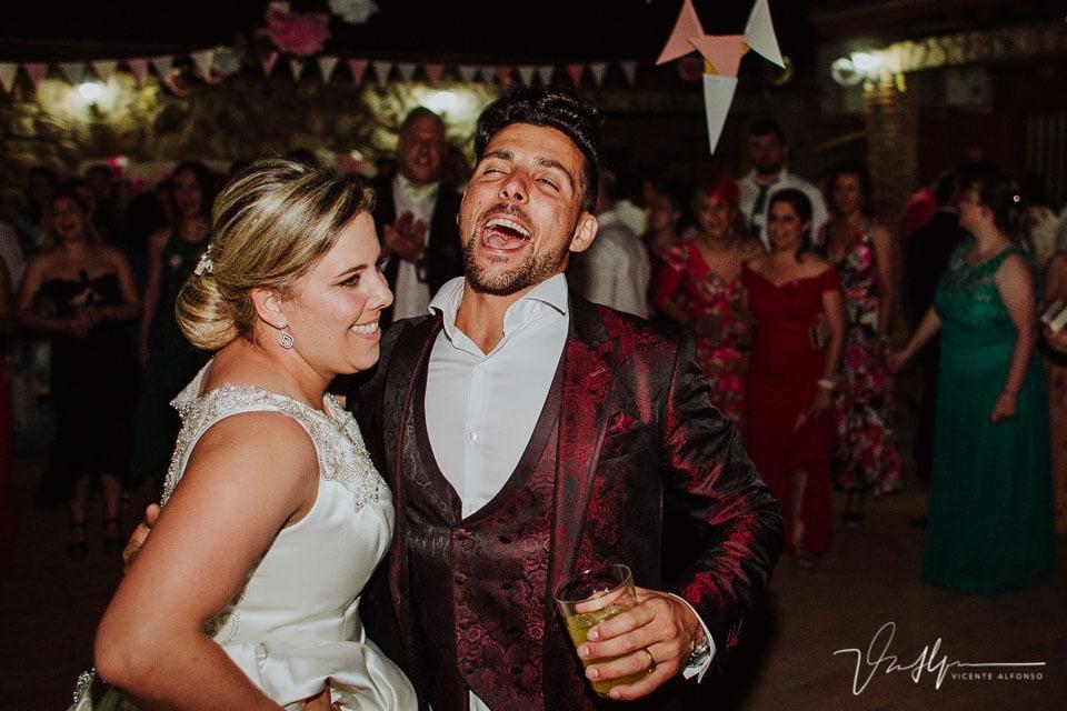 Novios terminando el baile en la boda de Tietar