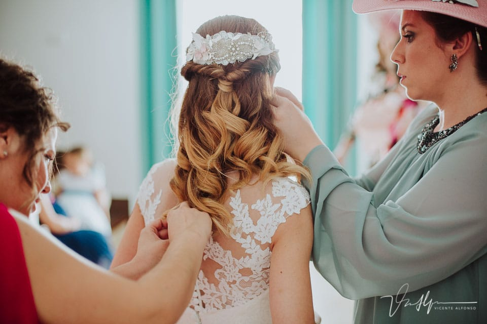 detalle pendientes en la casa de la novia