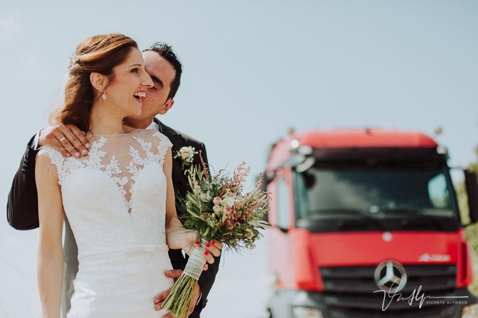 reportaje de boda con un camión