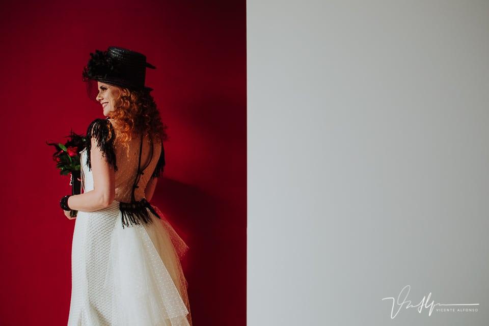 Detalle del vestido tan original de la novia de Jordi Almau costura